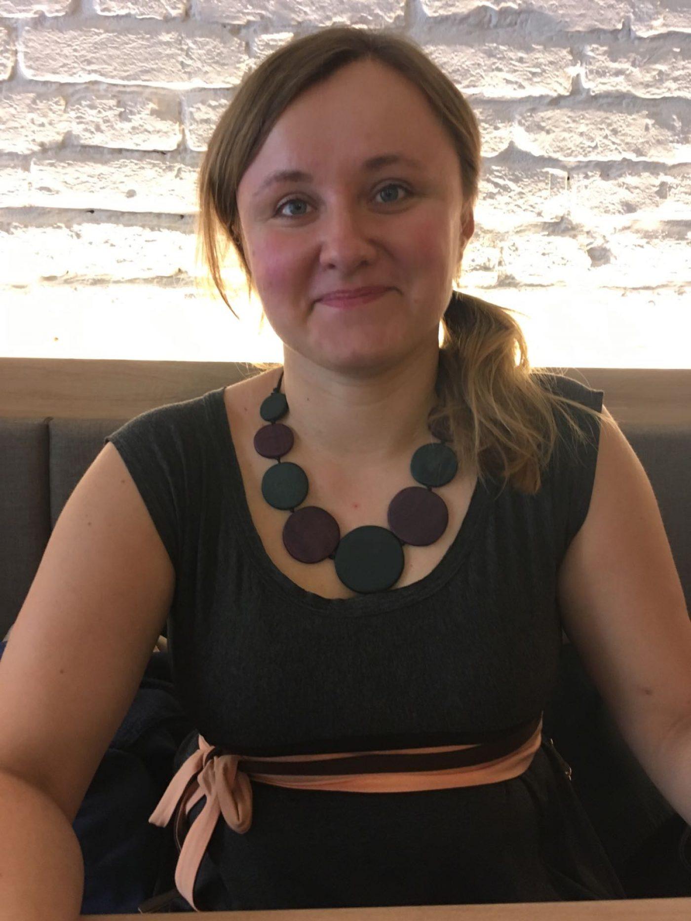 {:de}Magdalena Tomczyk, Molekularbiologin{:}{:en}Magdalena Tomczyk, molecular biologist{:}{:bg}Магдалена Томчик, техник местопрестъпление{:}{:sl}Magdalena Tomczyk, diplomirana molekularna biologinja{:}